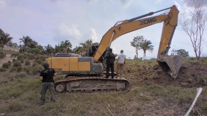 Retroescavadeira da Prefeitura de Augustinópolis é flagrada em uso em propriedade particular