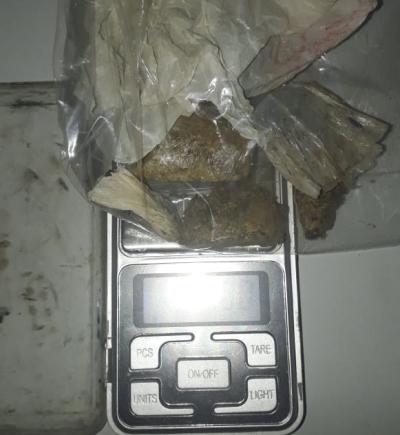 Homem com mandado de prisão em aberto por roubo é preso por tráfico de drogas em Palmas